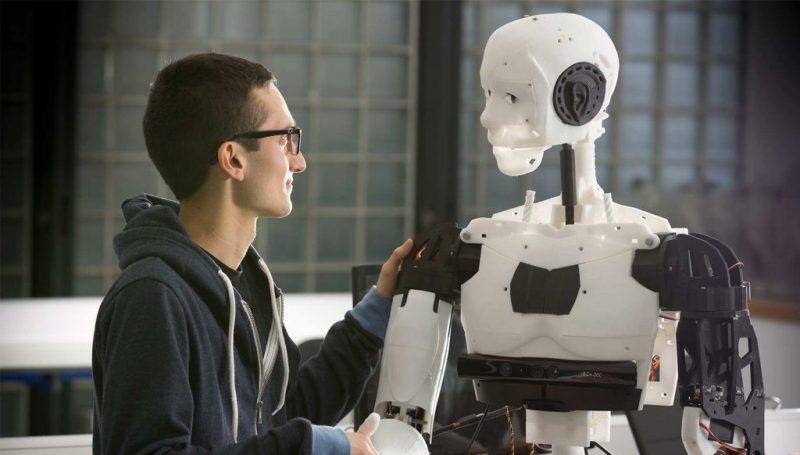 человек с роботом